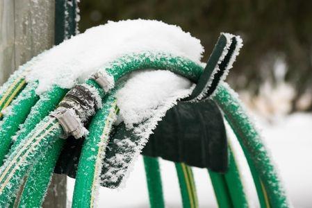 Frozen Garden Hose 117709868 5798e2415f9b589aa99b0d5b (3)